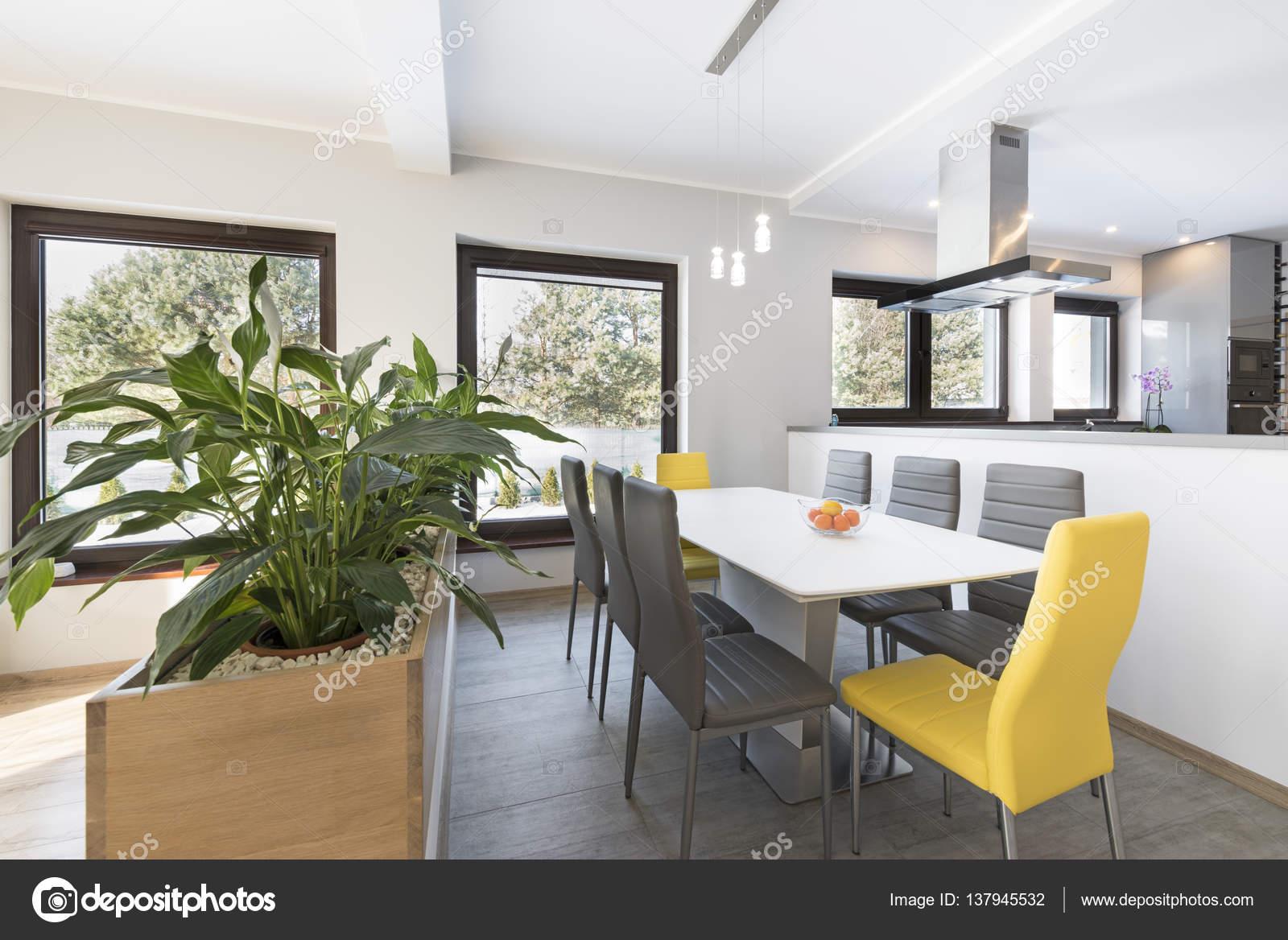 Eettafel In Woonkamer : Luxe woonkamer met eettafel u2014 stockfoto © jacek kadaj #137945532