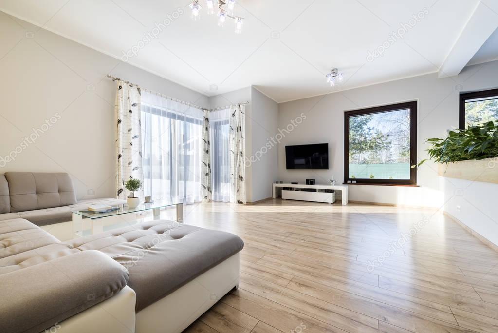 int rieur moderne salon avec plancher en bois photographie jacek kadaj 137945644. Black Bedroom Furniture Sets. Home Design Ideas