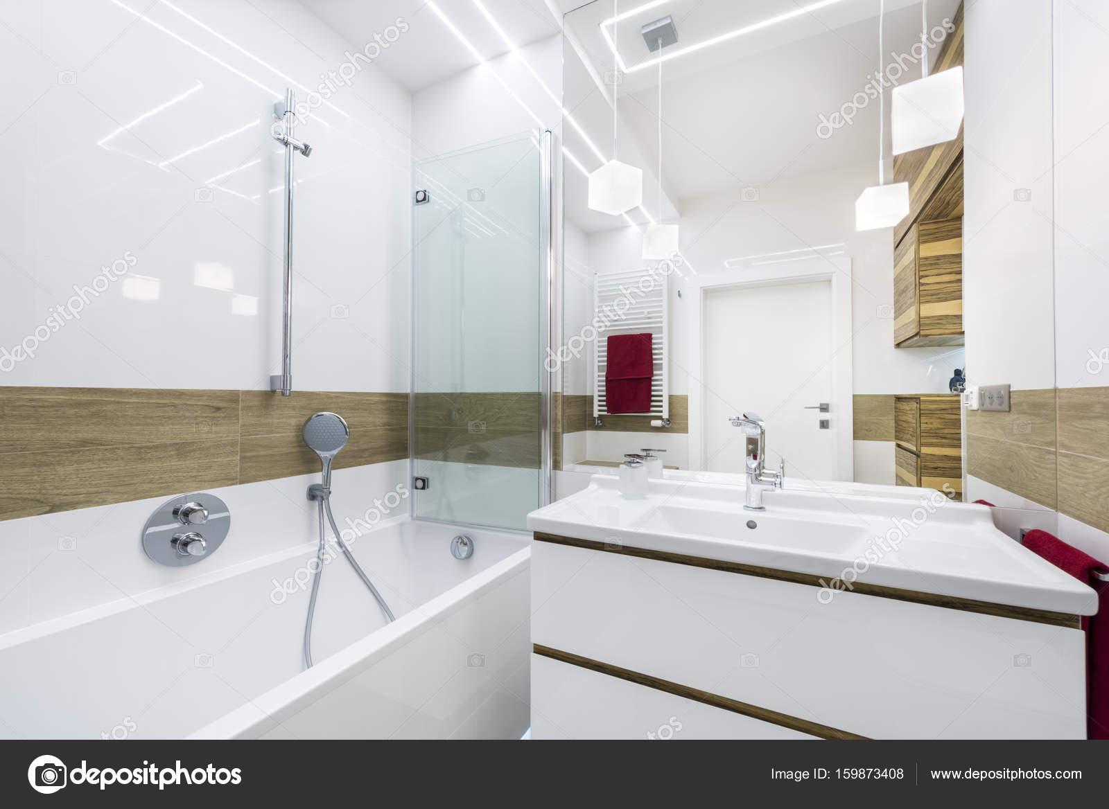 Moderne luxe badkamer met bad — Stockfoto © jacek_kadaj #159873408