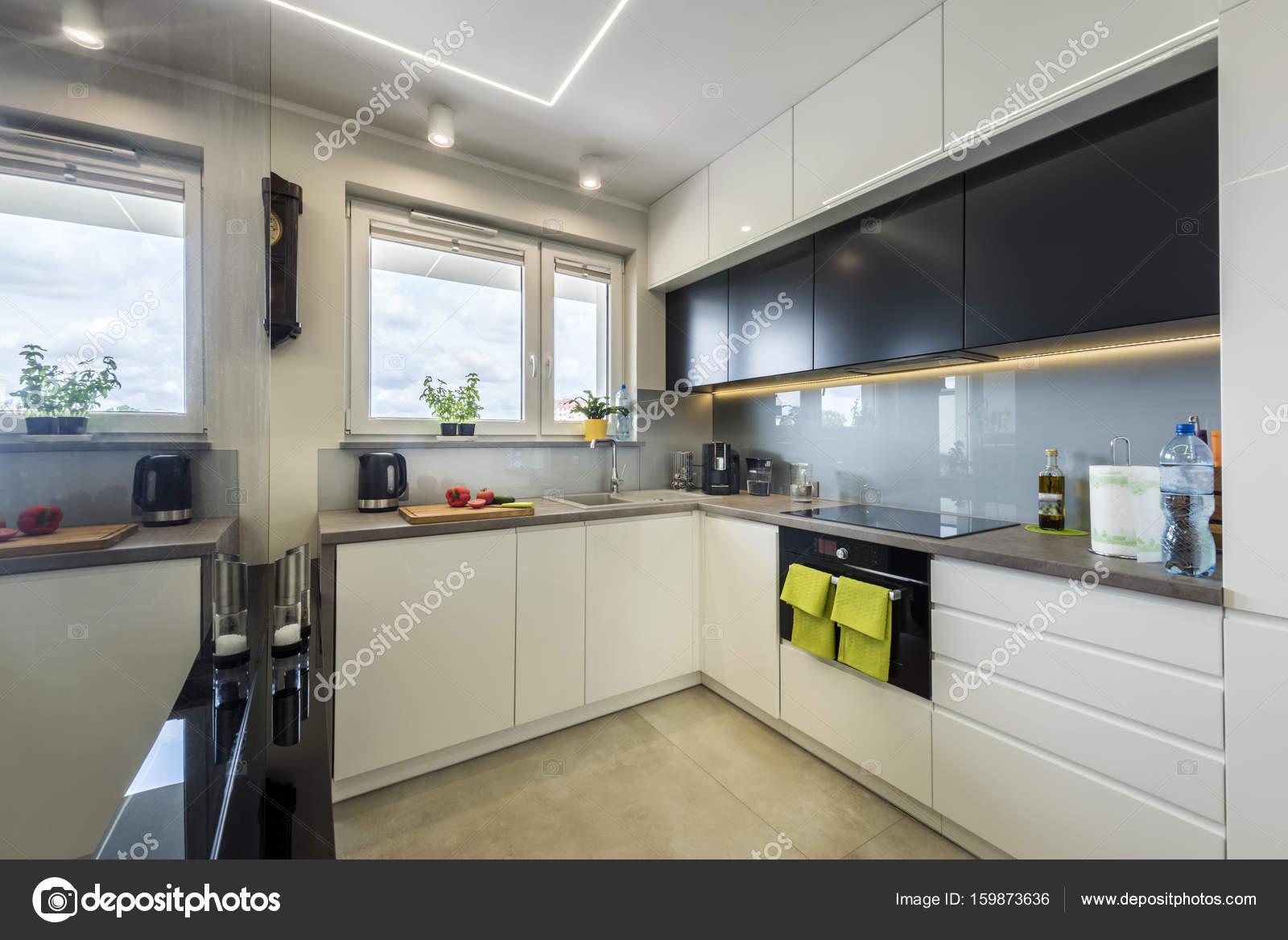 moderne Küche Innenarchitektur — Stockfoto © jacek_kadaj #159873636