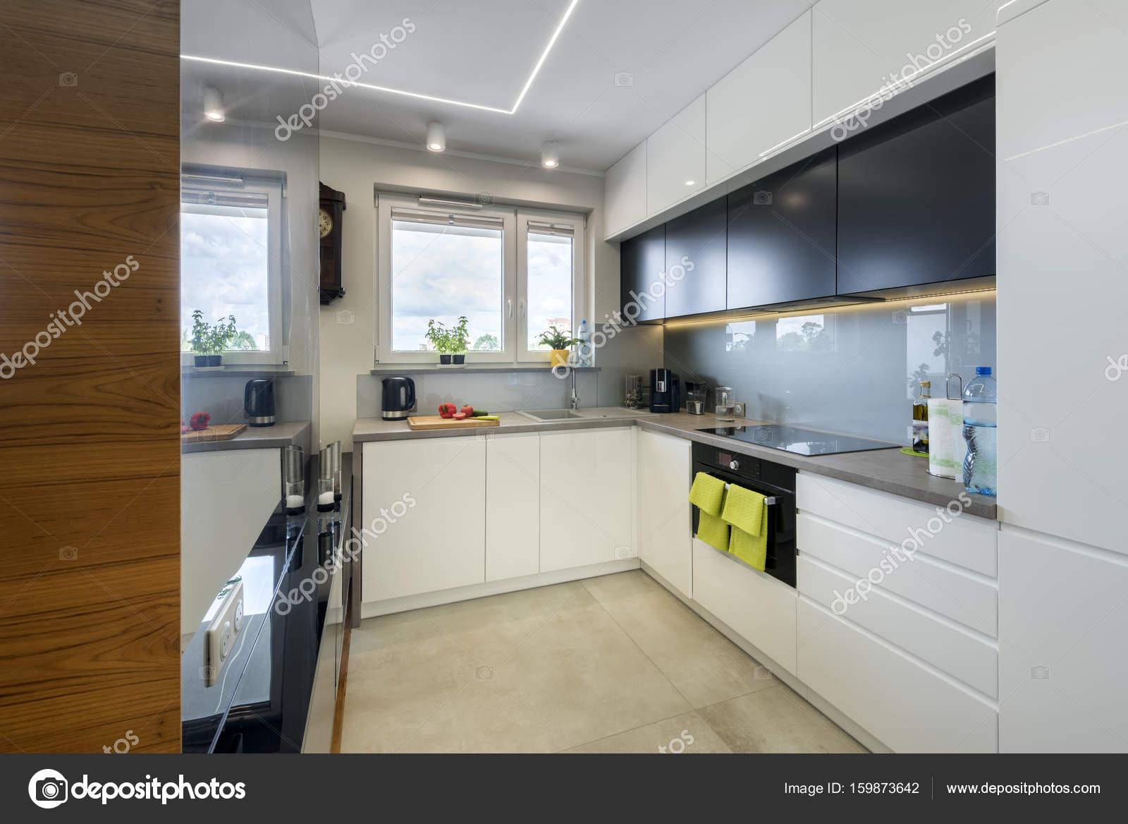 Arredamento cucina moderna — Foto Stock © jacek_kadaj #159873642