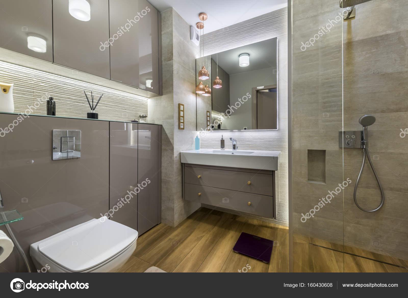 Moderne badkamer met houten vloer u2014 stockfoto © jacek kadaj #160430608