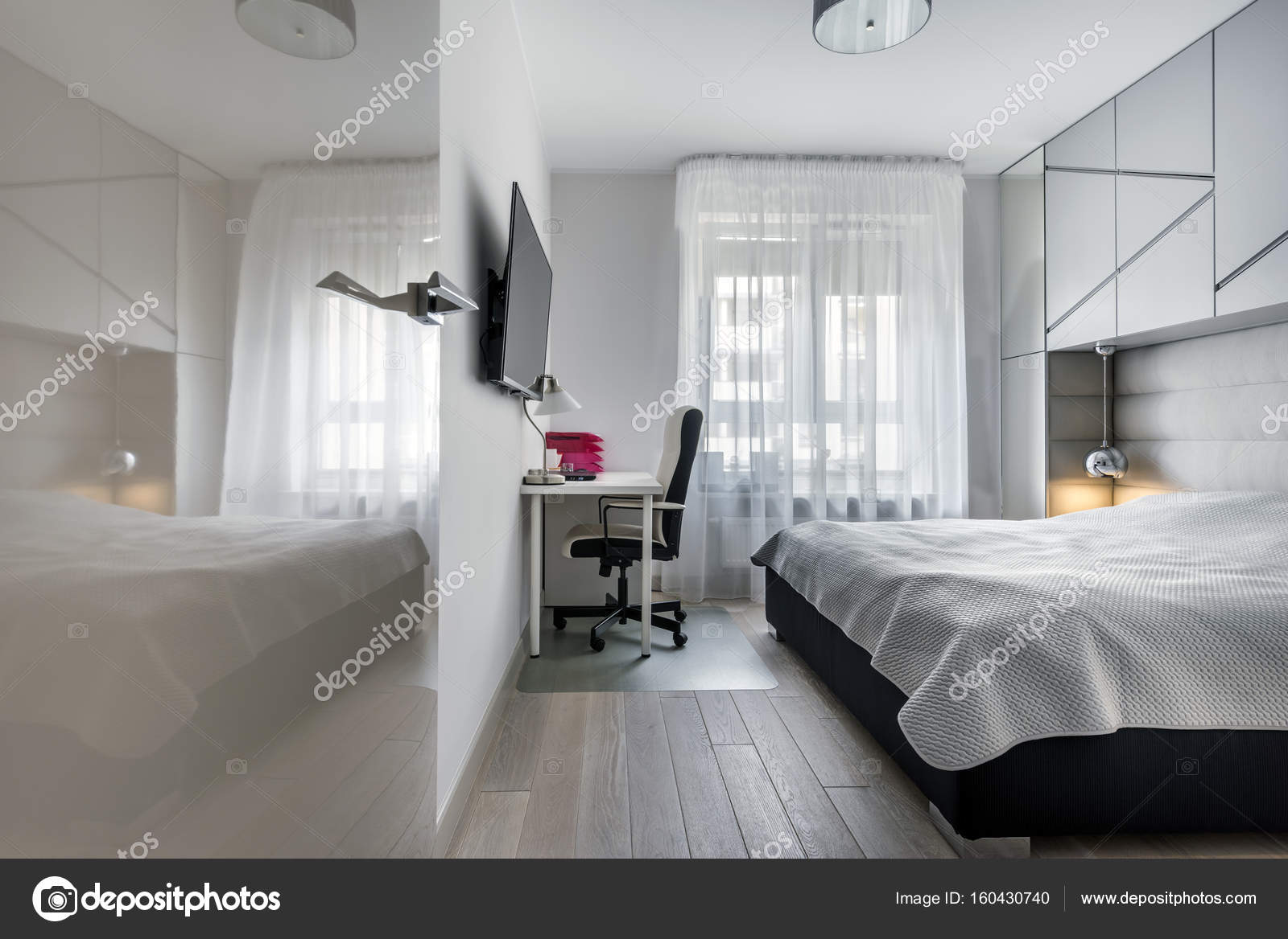 Camera da letto moderna con spazio di lavoro — Foto Stock ...