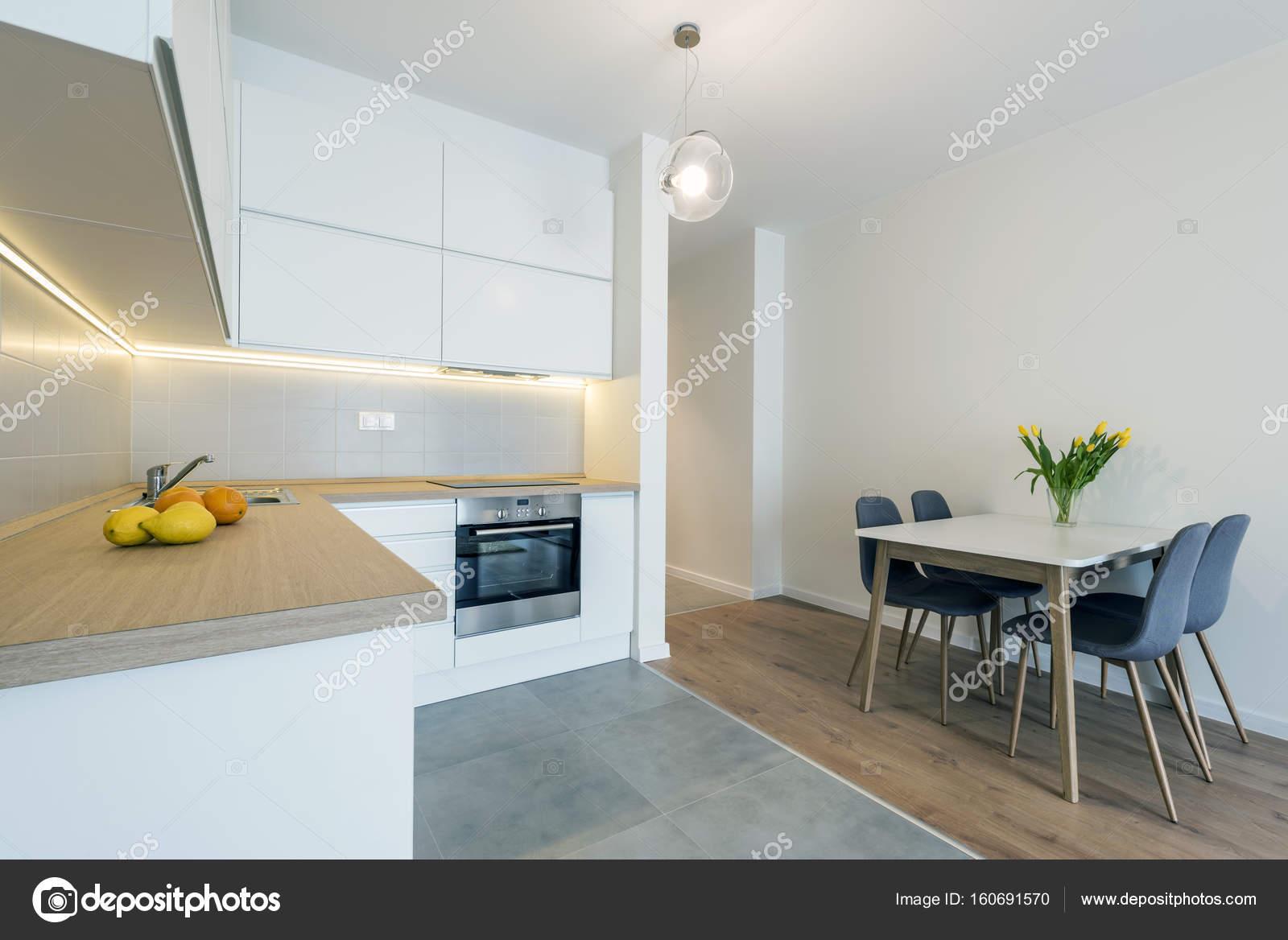 Afwerking Witte Keuken : Design van het interieur van de moderne keuken in witte kleur