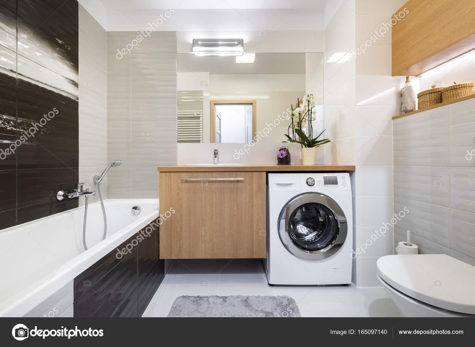 Moderne badkamer interieur design u stockfoto jacek kadaj