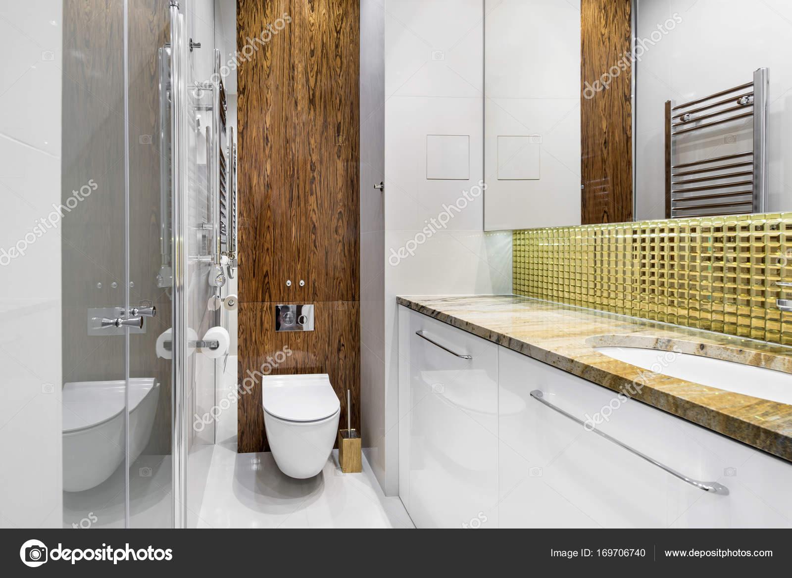 Décoration de salle de bains moderne — Photographie ...