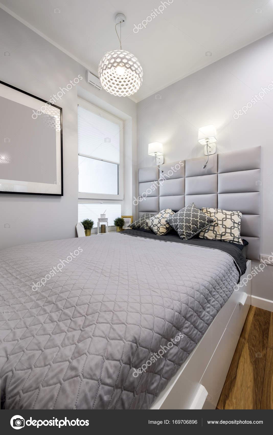 Piccola camera da letto moderno interior design — Foto Stock ...