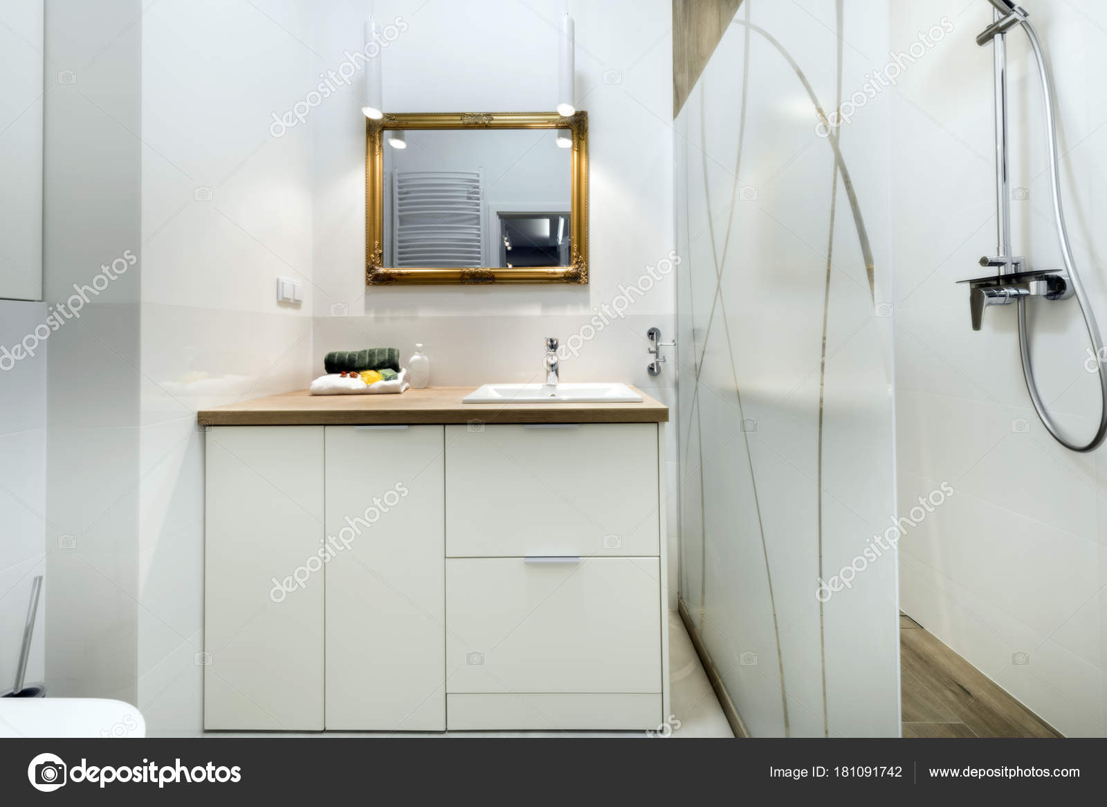 Moderne badkamer met houten vloer — Stockfoto © jacek_kadaj #181091742