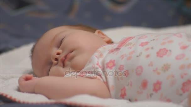 kojenecké dítěte během spánku