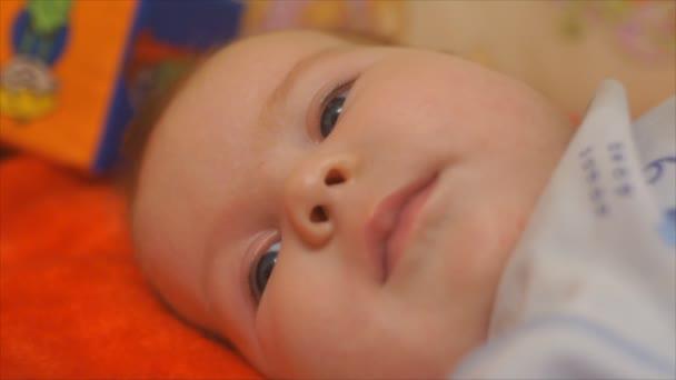 novorozené dítě obličeje zblízka