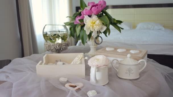 ráno v hotelovém pokoji. výzdoba pro ranní nevěsta