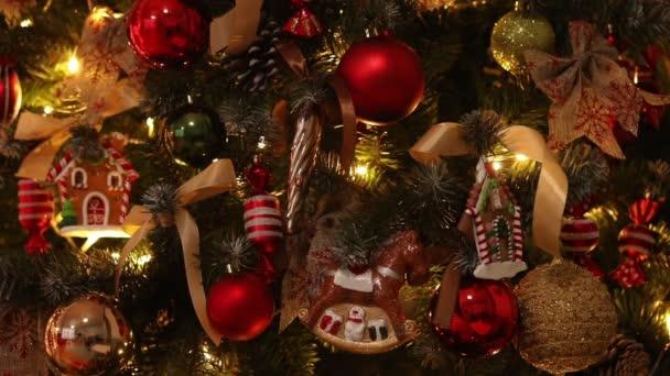 Nový rok Zelený strom zdobené