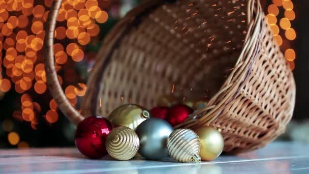 Koš s novoroční strom koule dekorace,