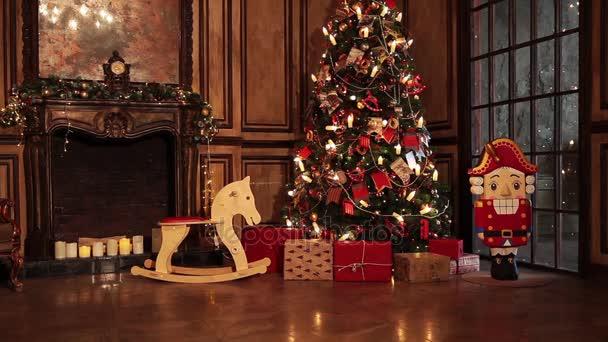 Albero di Natale decorato camera interni in stile classico