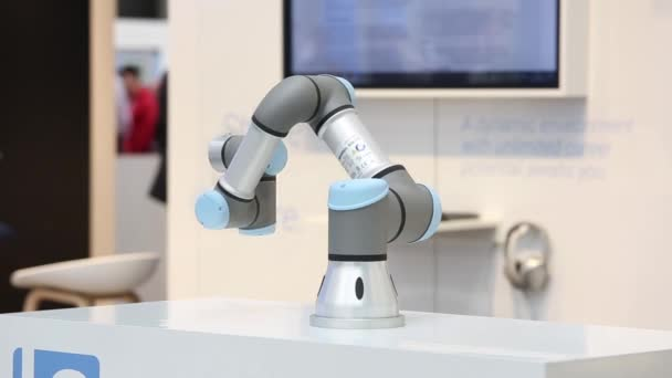 Universal Robots presenting practical examples show how flexible
