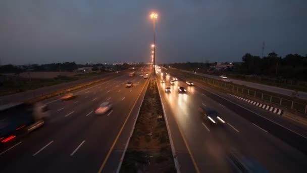 Provoz na silnici dálnice