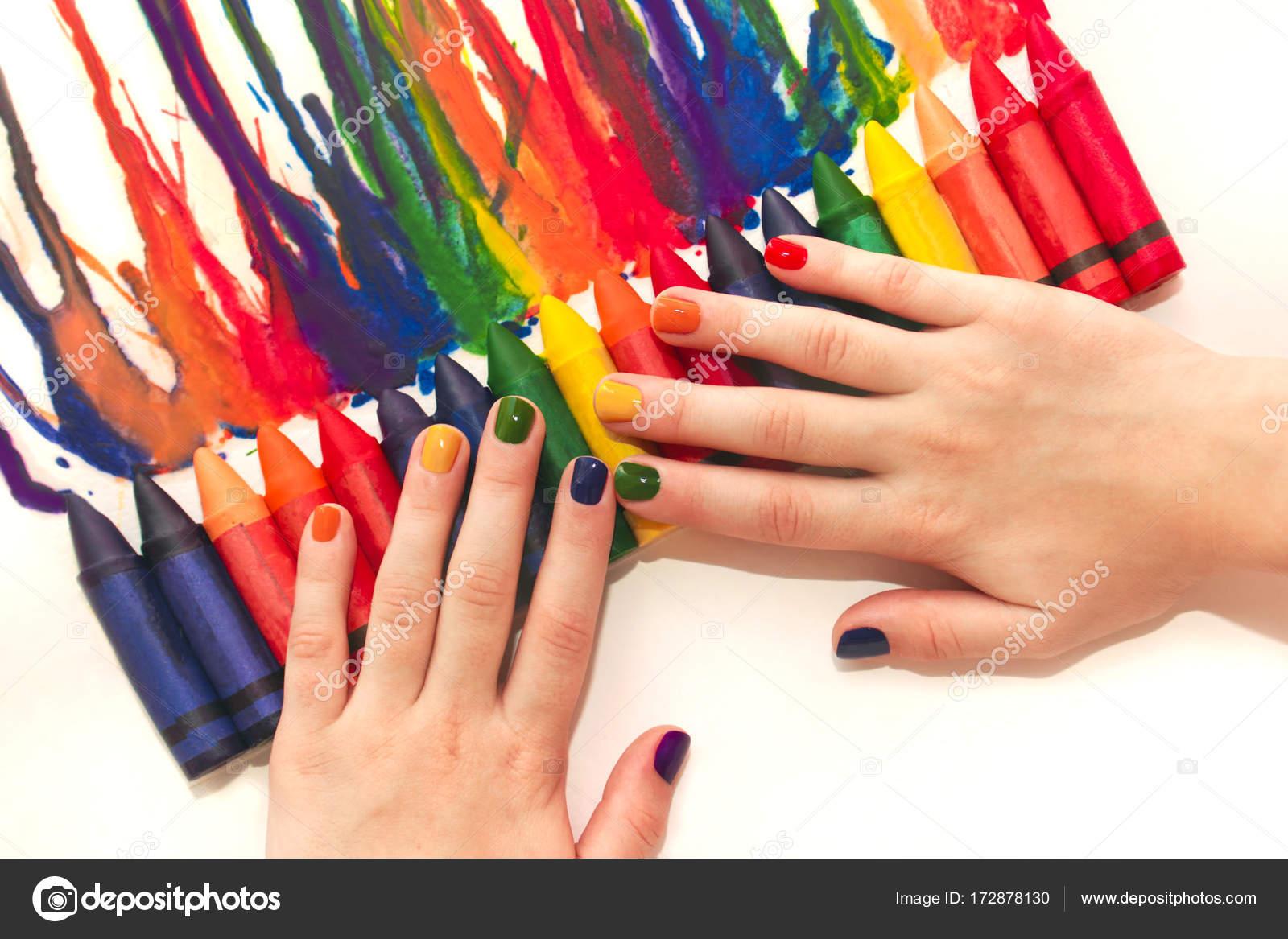 Manicura infantil arco iris mixta y dibujo — Fotos de Stock © marigo ...