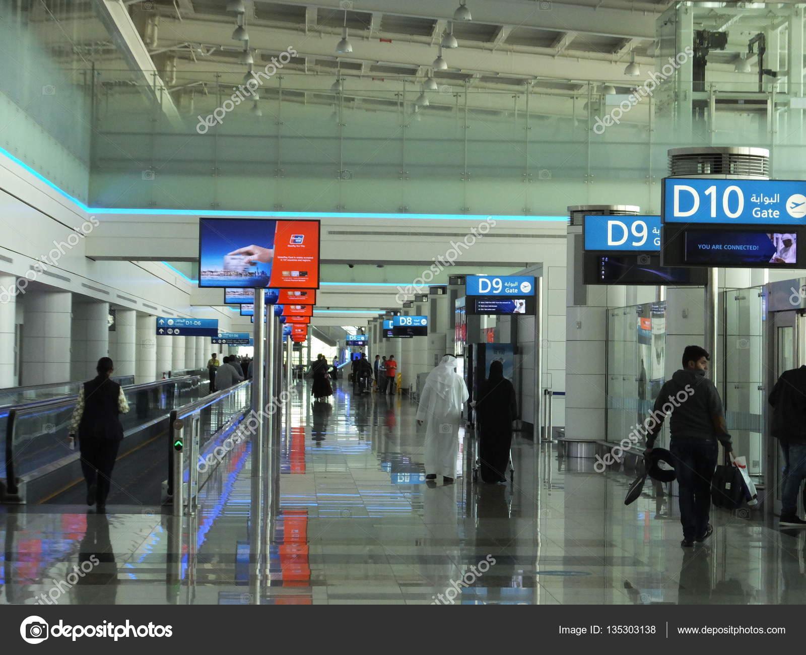 Aeroporto Emirati Arabi : Terminal all aeroporto internazionale di dubai negli
