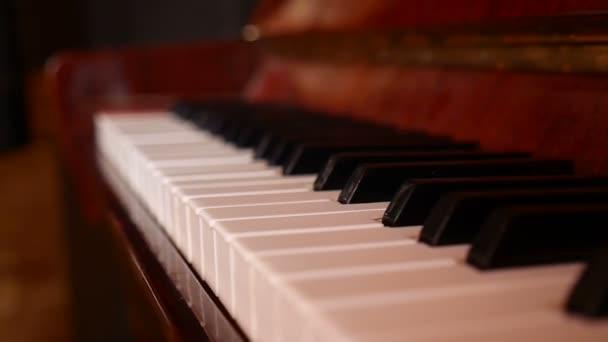 altes braunes Klavier Musikunterricht Kunst Video
