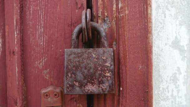 Starý zámek, zavěšené na dřevěné dveře texturu