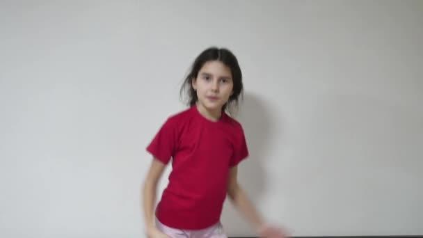 dívka dítě tančí hip hop holka dítě tanečnice vnitřní break dance