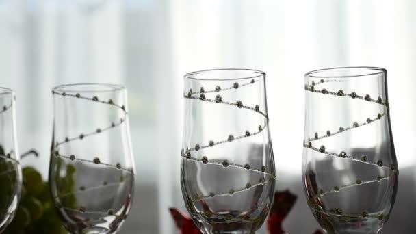 Krásné víno brýle silueta uvnitř sklenice na víno