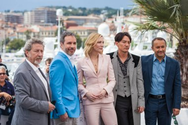 CANNES, FRANCE - MAY 08, 2018: Jury members Robert Guediguian, Denis Villeneuve, jury president Cate Blanchet, and jury members Chang Chen and Andrey Zvyagintsev attend the Jury photocall during the 71st annual Cannes Film Festival at Palais des Fes