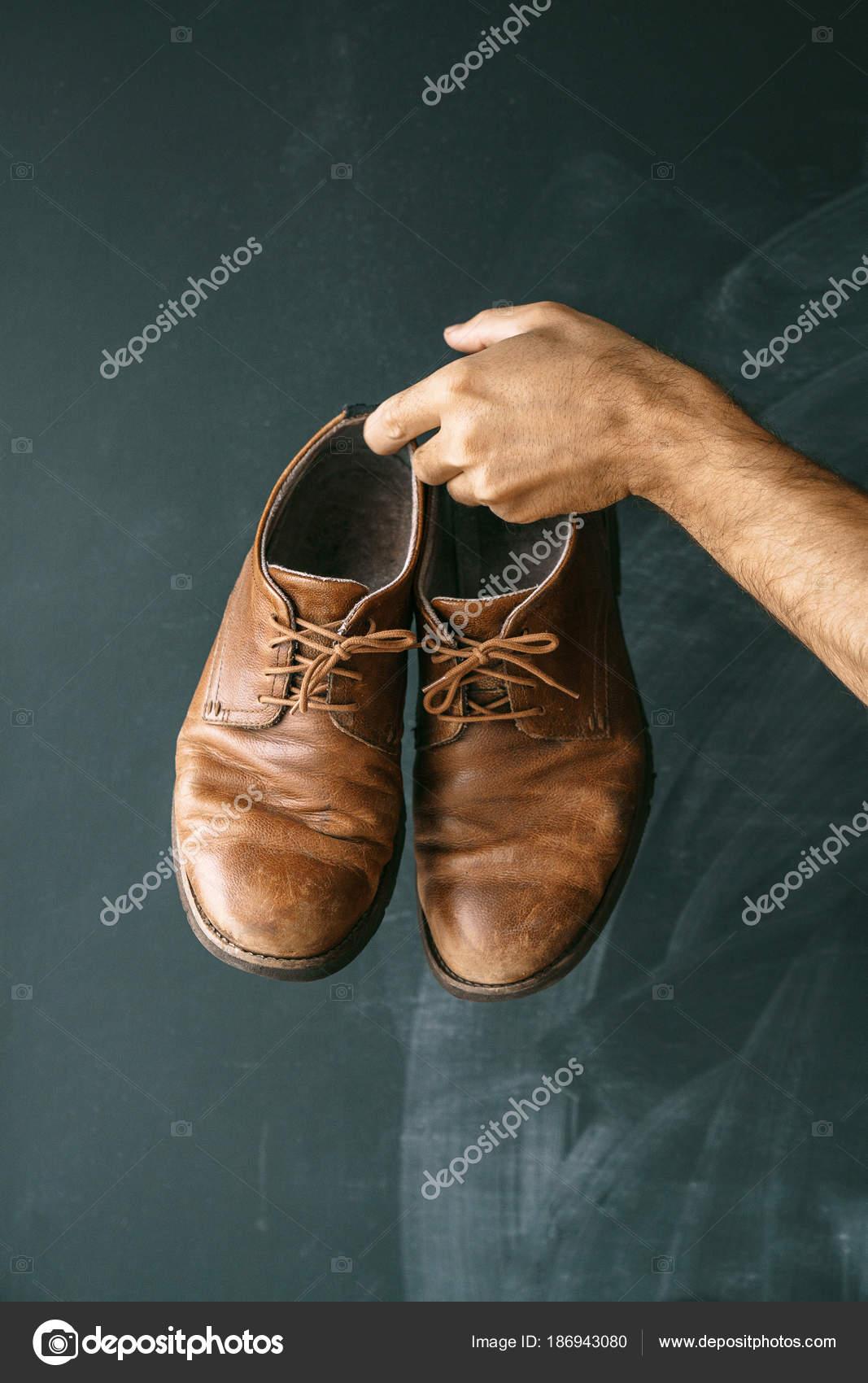 Zapatos manos oscuro de hombre un casual Styl marrones fondo en de AwrqAI