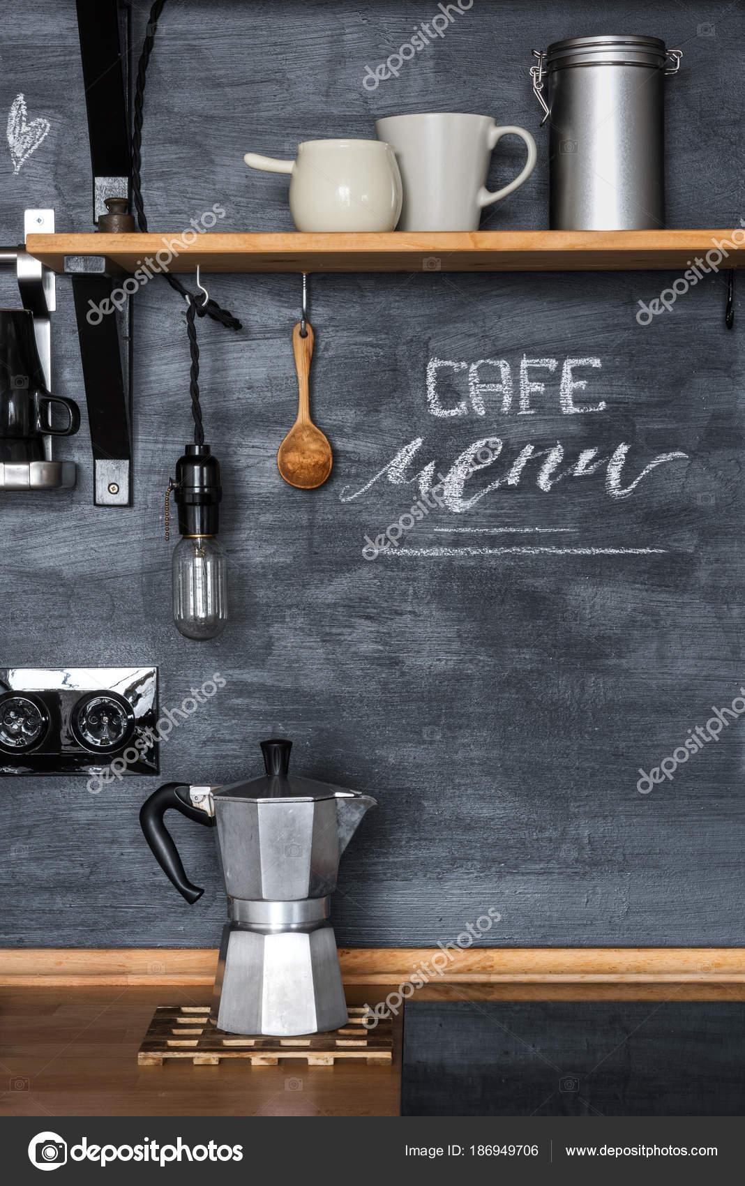 Geysir Kaffeemaschine Auf Dem Hintergrund Einer Dunklen Kalkhaltigen ...