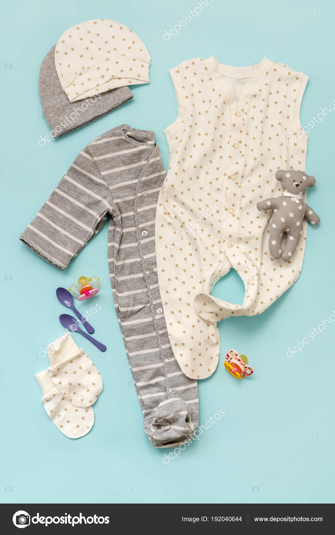 1f24ee48d6a Σετ Παιδικά Ρούχα Για Νεογέννητο Αγόρι Και Κορίτσι Μπλε Φόντο — Φωτογραφία  Αρχείου