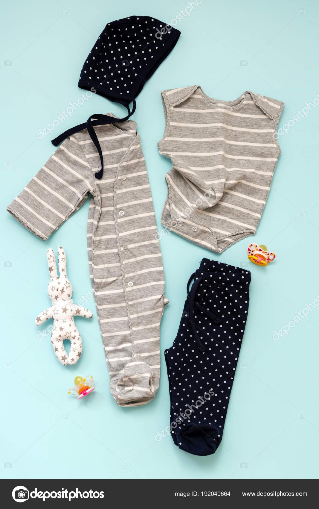 8fd8c9e8002 Συλλογή Από Παιδικά Ρούχα Για Νεογέννητο Αγόρι Και Κορίτσι Μπλε — Φωτογραφία  Αρχείου
