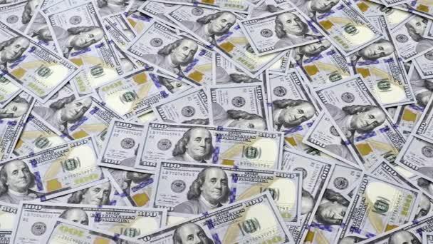 Stůl plný peněz v sto dolarové bankovky, kamery, sledování