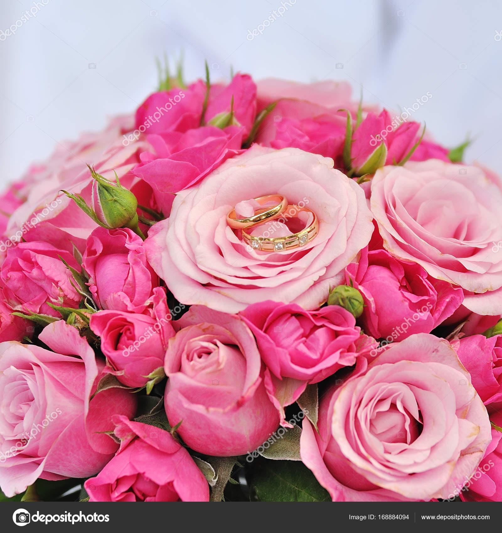 Wedding flowers, bridal bouquet closeup. — Stock Photo © alena0509 ...