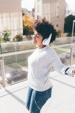 Afro woman outdoor in city dancing