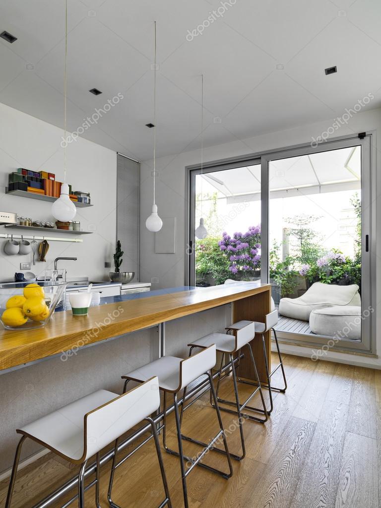 innenansicht einer modernen küche — Stockfoto © aaphotograph #128546116