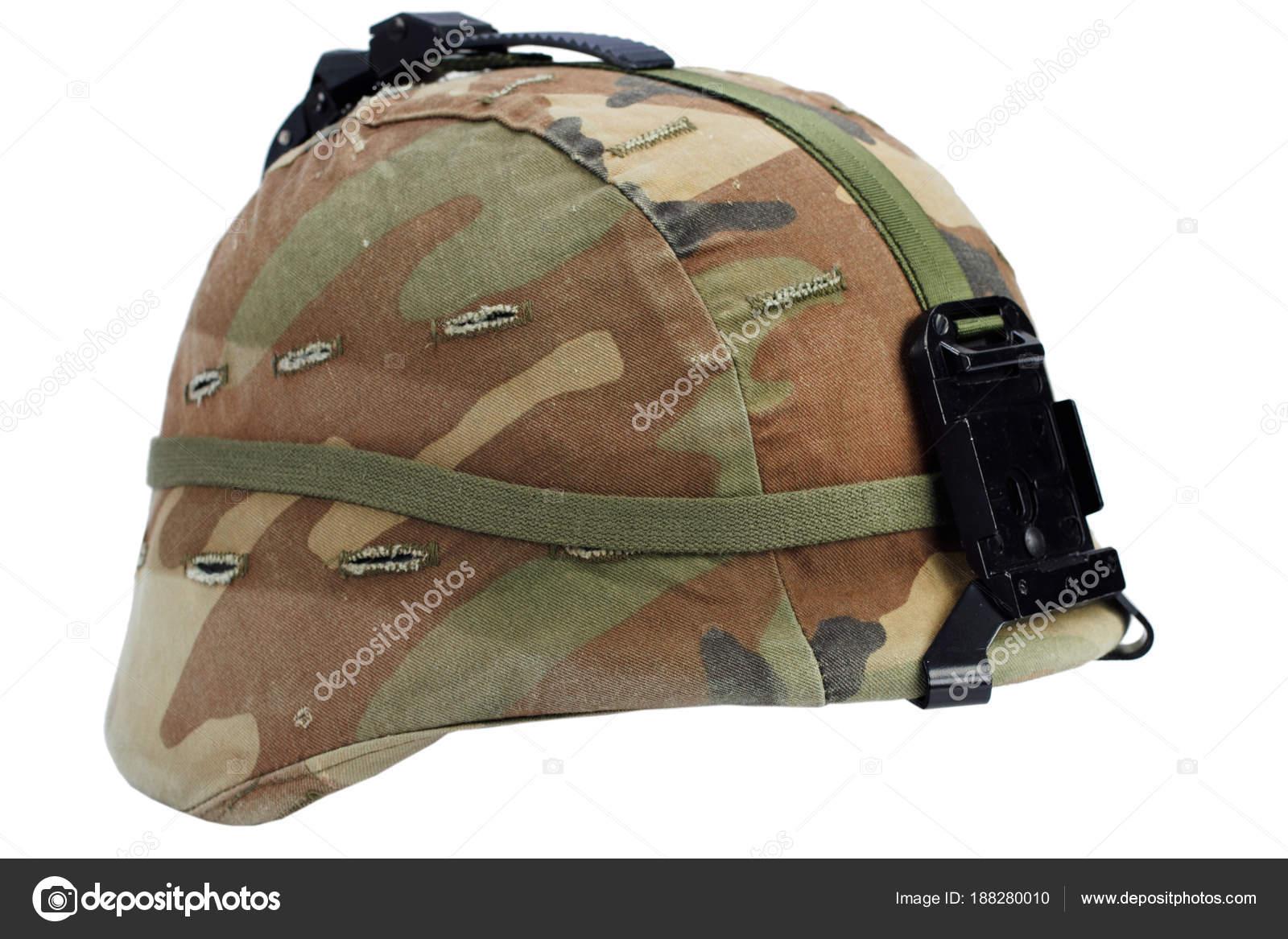 Nos casco de kevlar del ejército con visión nocturna Monte aislado en blanco  — Foto de zim90 5c8455fb3ec