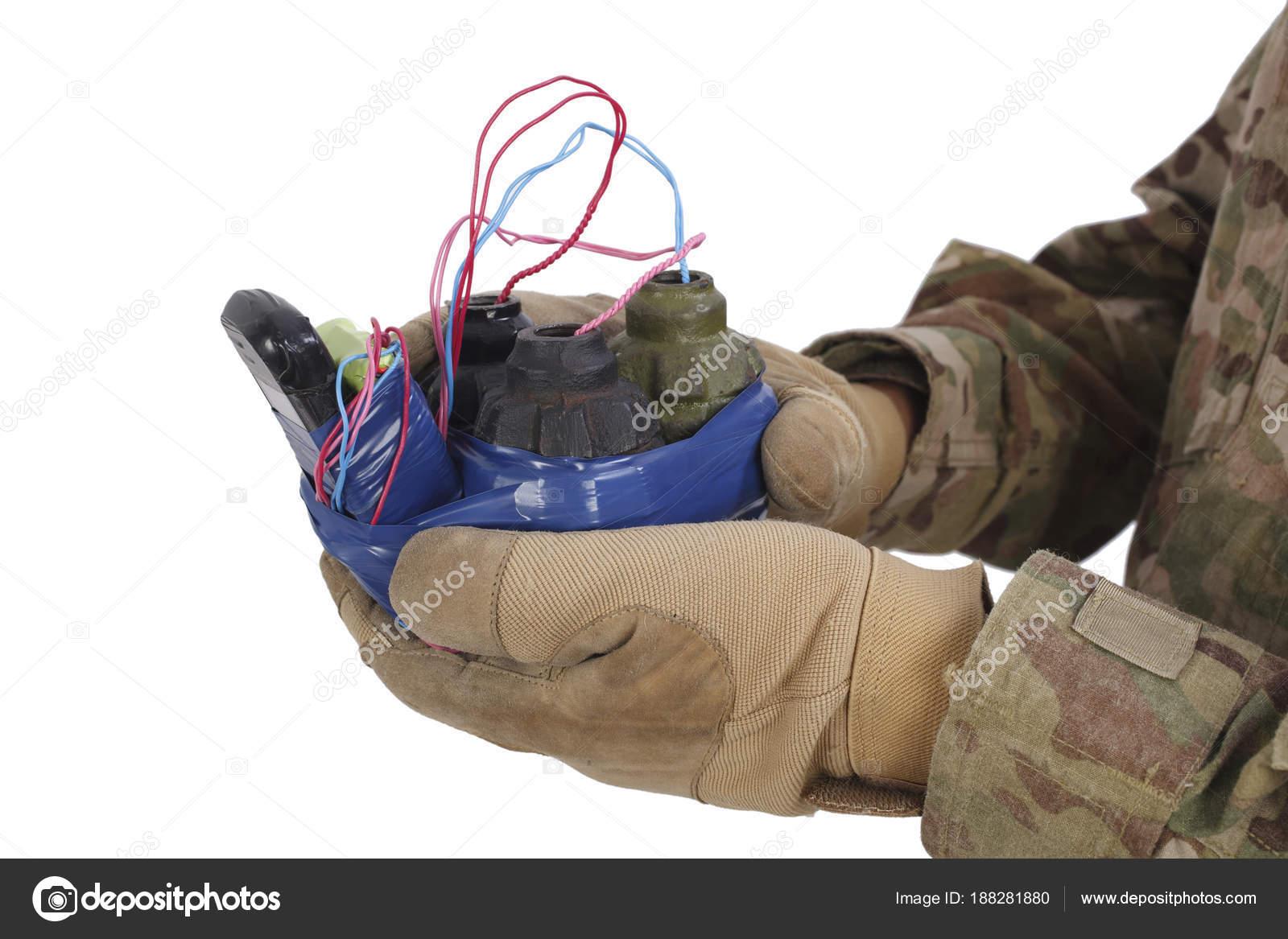 即席爆発装置 (Ied) を手で信管 ...