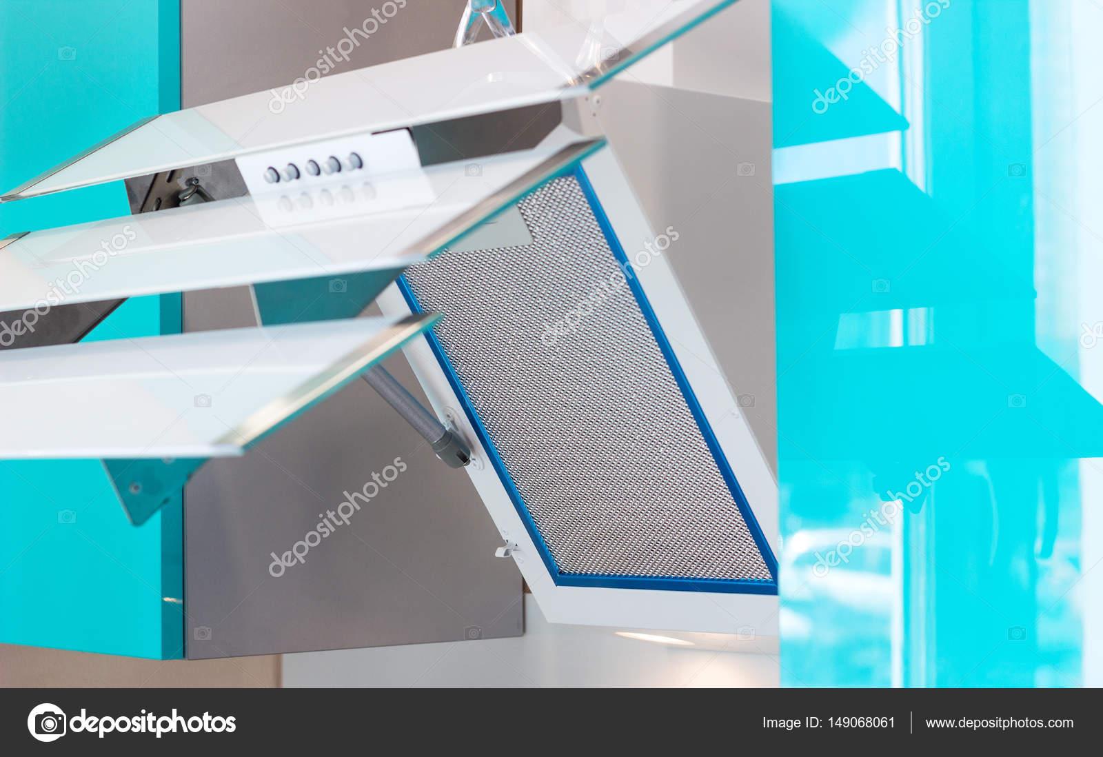 Weiße schräge dunstabzugshaube im offenen zustand u stockfoto