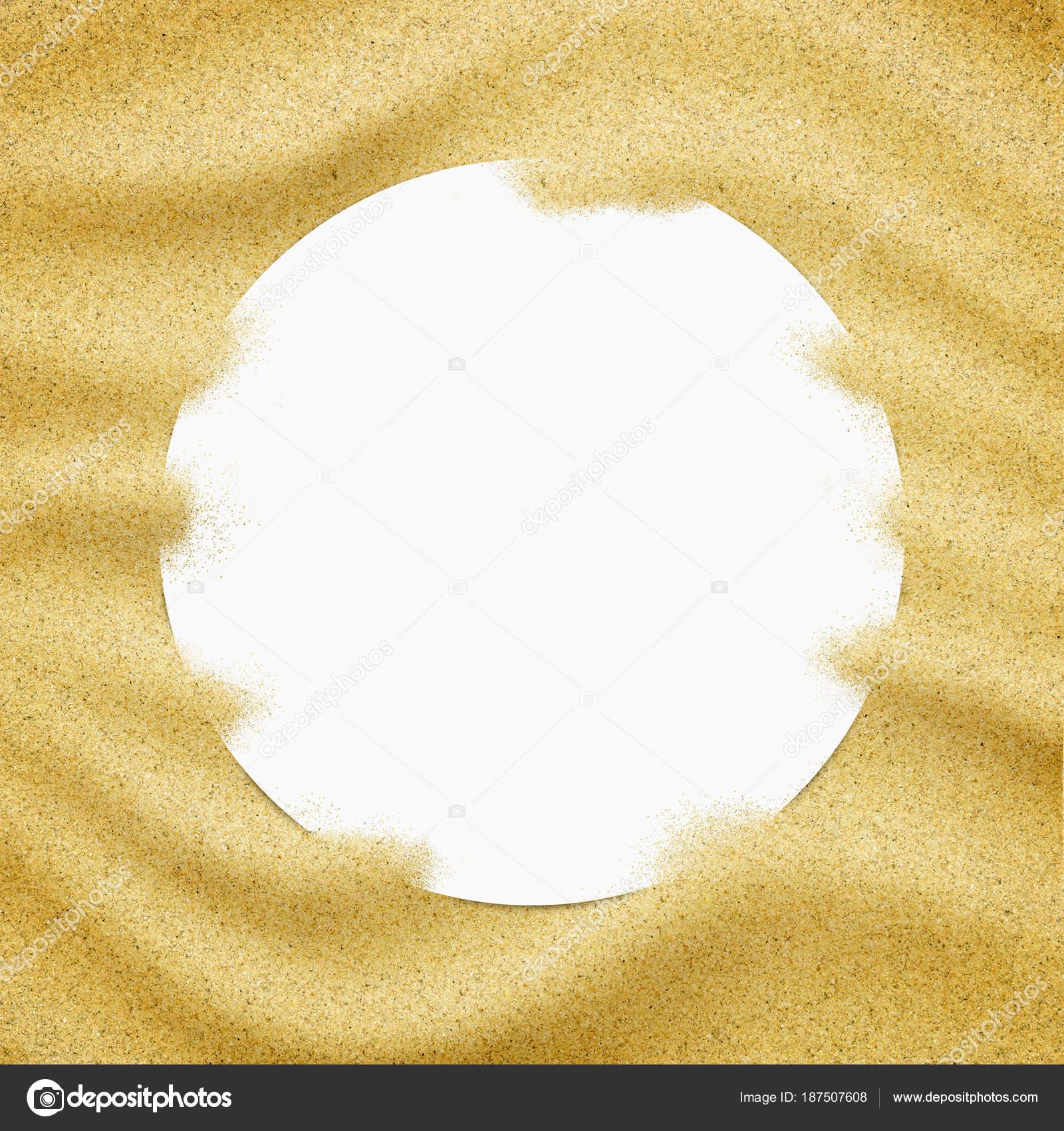 Leeres Papier Rahmen im Sand Hintergrund. Nahaufnahme der Sandkörner ...