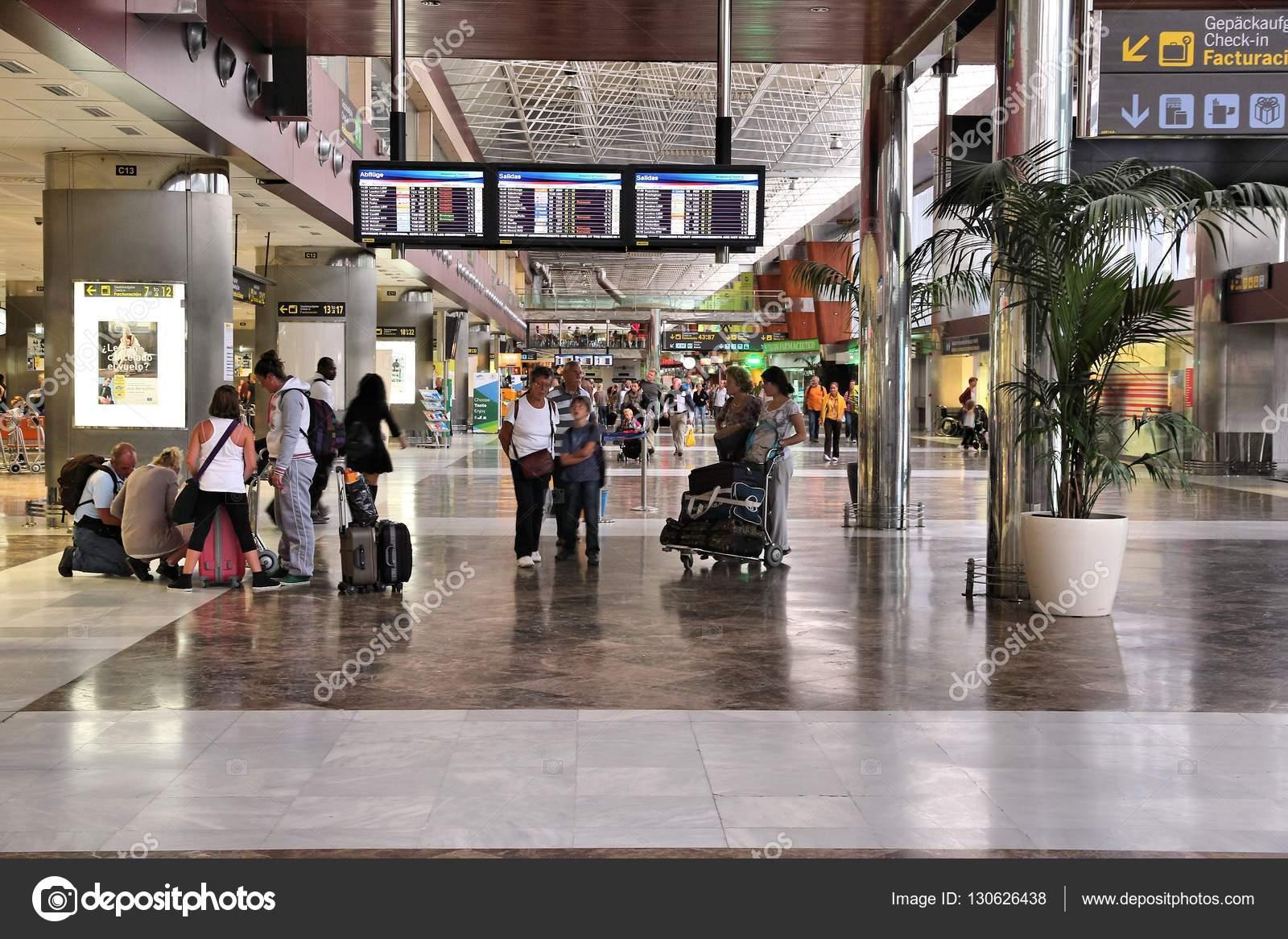 Aeroporto Tenerife Sud : Aeroporto tenerife sud u2014 foto editoriale stock © tupungato #130626438