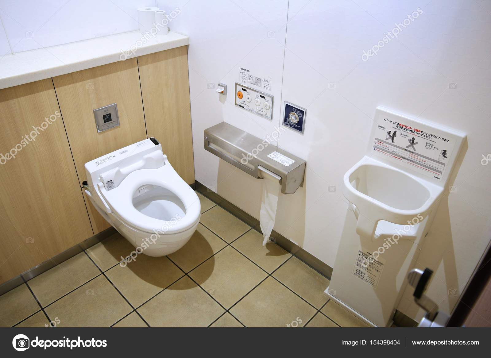 Japan electronic toilet – Stock Editorial Photo © tupungato #154398404