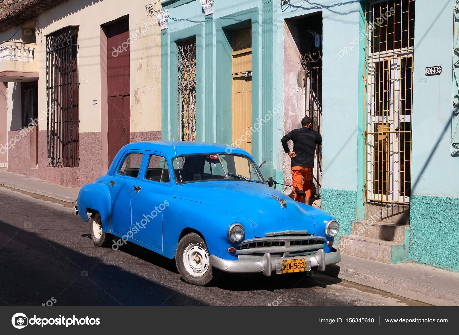 Old car in Cuba – Stock Editorial Photo © tupungato #156345610