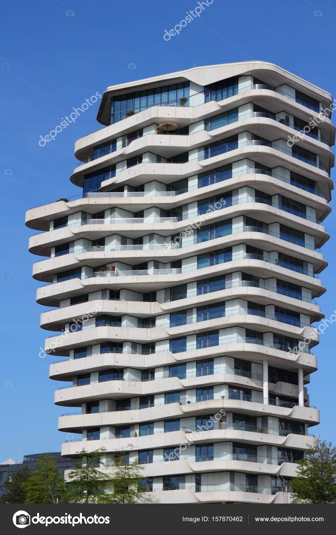 1669d164e41d August 2014: Marco Polo Tower futuristische Wohngebäude in der Hamburger  Hafencity Bezirk. Es wurde von Behnisch Architekten entworfen. — Foto von  tupungato