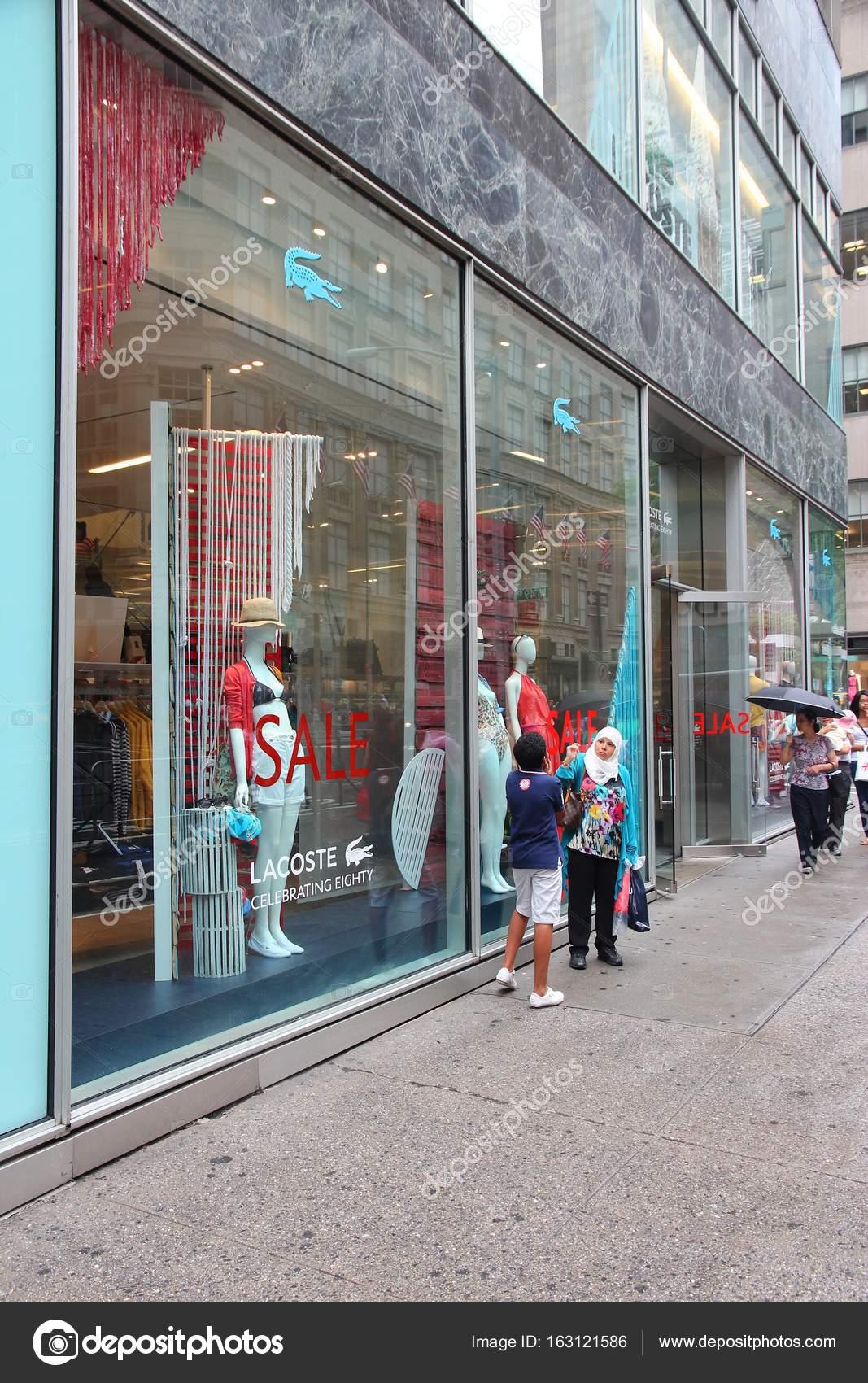 01f5c5138930ce New York fashion shopping – Stock Editorial Photo © tupungato  163121586