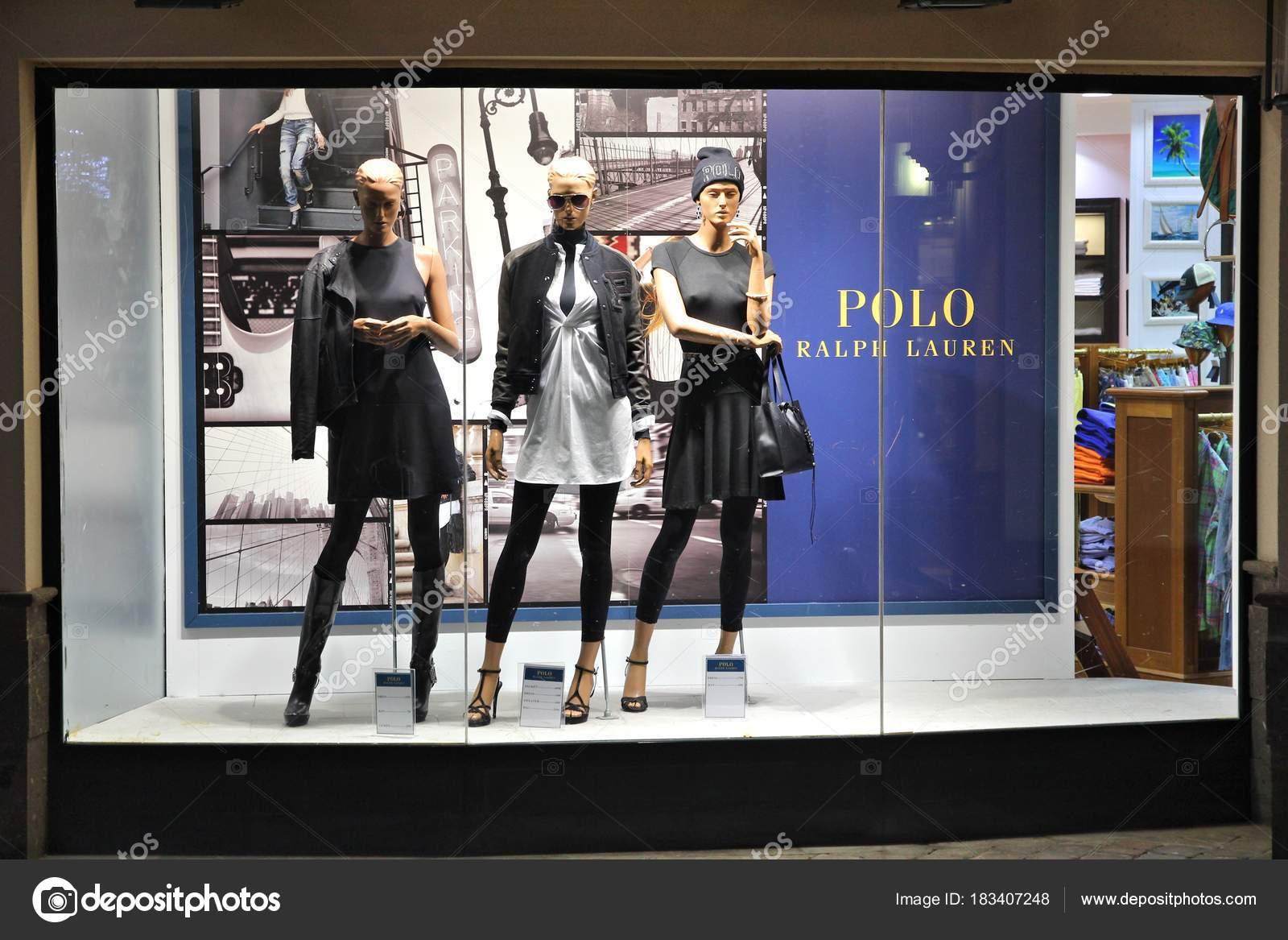10282805a4f7 Ralph lauren магазин – Стоковое редакционное фото © tupungato #183407248