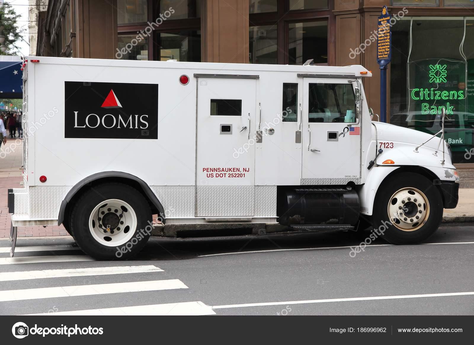 Loomis money truck – Stock Editorial Photo © tupungato #186996962