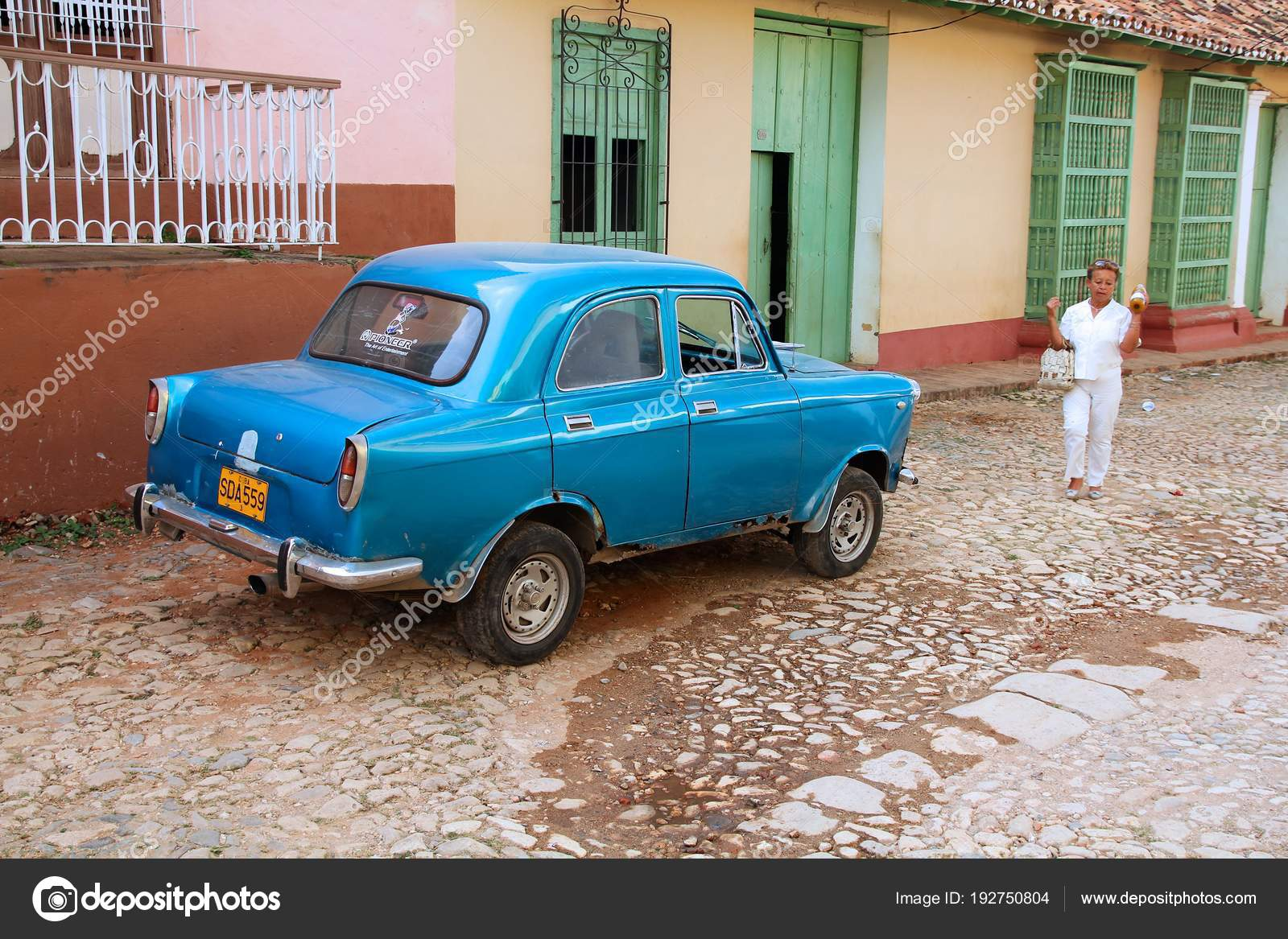 Old car in Cuba – Stock Editorial Photo © tupungato #192750804