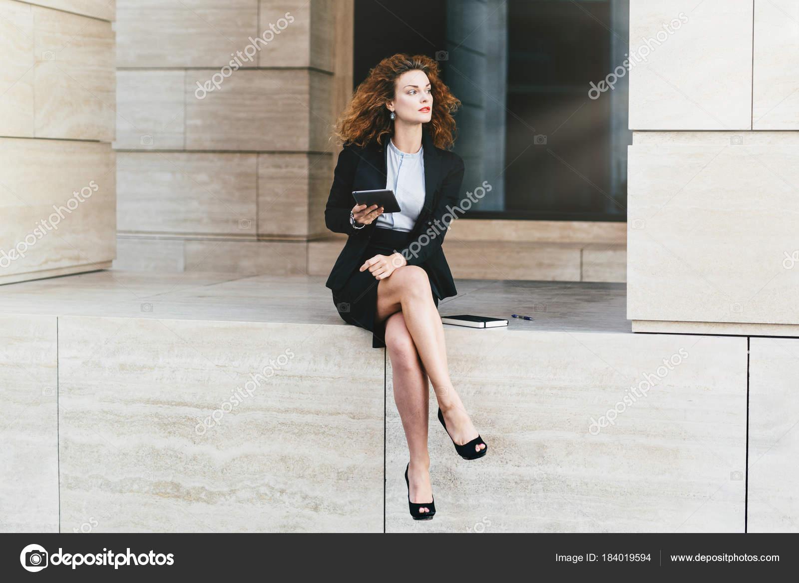 Noir Portant Avec Femme Costume Formel Entrepreneur Grêles Pattes pq1xB