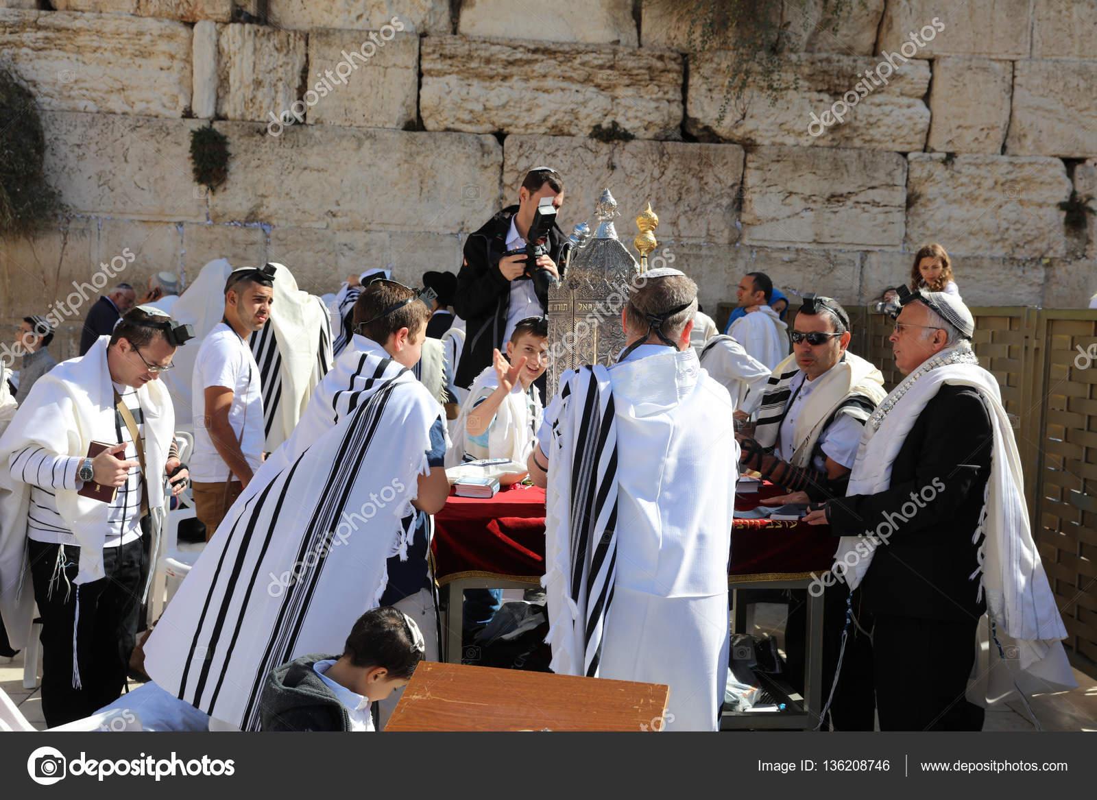 Bar-Mizwa-Feier an der Klagemauer in Jerusalem Altstadt. Israel ...