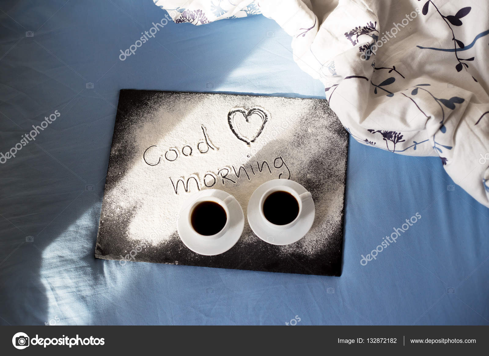 Guten Morgen Inschrift Mehl Auf Ein Brett Mit Tassen Kaffee